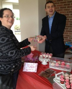 chris eggersman sells cupcakes